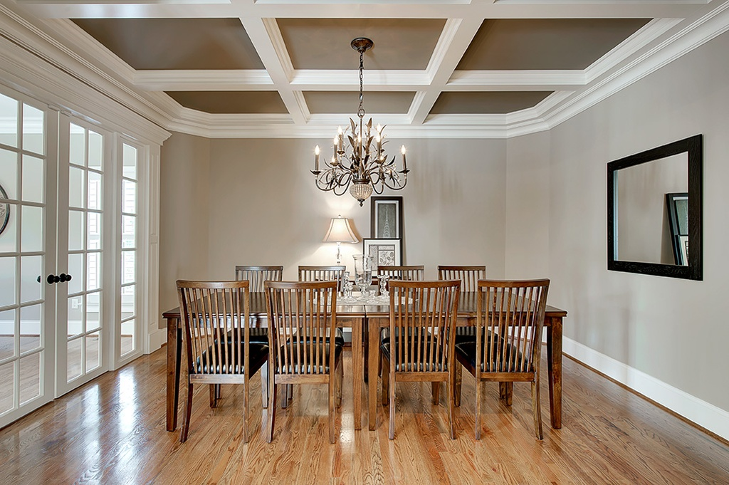 Crown molding dining room